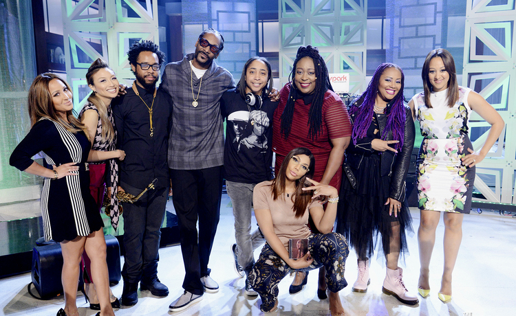 On the real lalah hathaway snoop dogg perform monday on the real