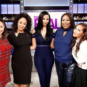 "Today on #TheReal, we're kickin' it with ""Queen Boss"" star @VanessajSimmons!…"