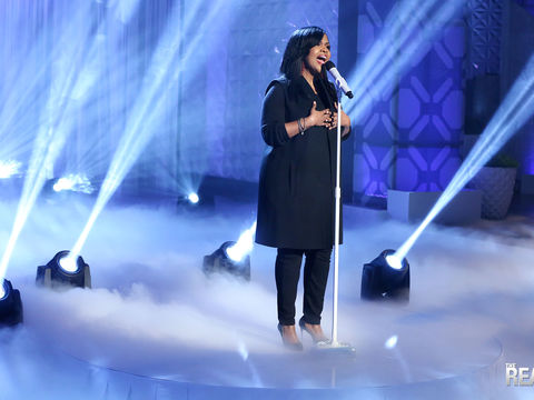 CeCe Winans Performs 'Never Have to be Alone'